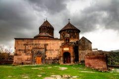 Buitenmening aan Harichavank-de Kathedraal van kloosteraka van de Heilige Moeder van God in Harich, Shirak-Provincie, Armenië stock foto's