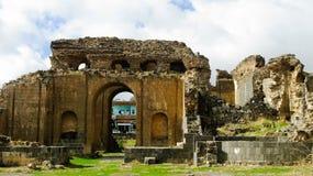 Buitenmening aan roman termasruïne in Philippopolis, Shahbaa, Syrië stock foto