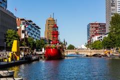 Buitenmening van de Leuvehaven-schiphaven in het stadscentrum o royalty-vrije stock foto