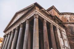 Buitenmening van het historische Pantheon in Rome, Italië stock foto's