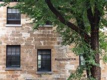 Buitenmuur van de oude bouw in de Rotsen, Sydney Australia stock afbeelding
