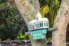 Buitensporig Vogelhuis royalty-vrije stock afbeeldingen