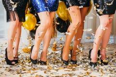 Buitensporige de meisjesconfettien van de partij speciale gelegenheid royalty-vrije stock afbeelding