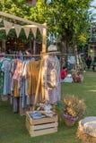 Buitensporige moderne met de hand gemaakte markt in Baan Kang Wat in Chiang Mai Stock Afbeeldingen