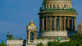 Buitenst Isaac Kathedraal, Heilige Petersburg, Rusland stock footage