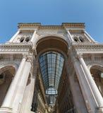 Buitenvoorgevel van de galerij van Milaan - Italië stock foto's