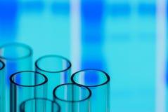 Buizen met Wetenschappelijke (of Medische) Grafiek Stock Foto's