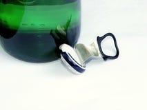 Bujão com garrafa de cerveja Fotografia de Stock