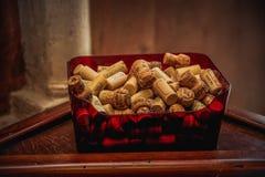 Bujão do vinho na caixa plástica Imagens de Stock Royalty Free