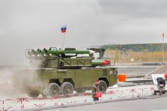 Buk-M1-2 εδάφους-αέρος πυραυλικά συστήματα στον καπνό Στοκ Εικόνες