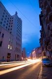 Bukarest bis zum Nacht - Calea Victoriei stockfotografie