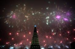 Bukarest Rumänien: Feiern des neuen Jahres bei Piata Constitutiei Constitution Square stockfoto