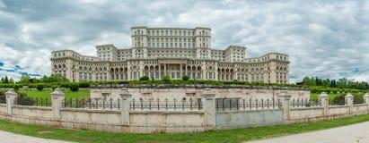 BUKAREST, RUMÄNIEN - 30. MAI 2017: Rumänien-Parlament Ein des größten Gebäudes in der Welt stockbild