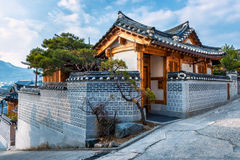 Bukchon Hanok by Arkivbilder