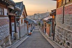 Bukchon Hanok by i Seoul, Sydkorea royaltyfri foto