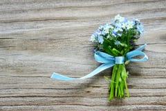 Bukett av blåa förgätmigejblommor Arkivbild