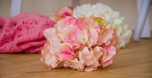 Bukett av blommacolorfull på golvet Royaltyfria Foton