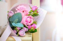 Bukett av blommor en sammansättning av rosor Arkivbilder