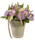 Bukett av blommor i en korg Arkivfoto