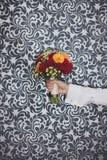 Bukett av blommor i hand Royaltyfri Bild
