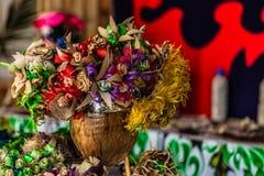 Bukett av blommor som är handgjorda vid hantverkerskor royaltyfri fotografi