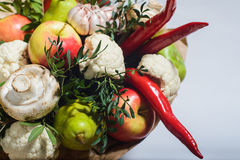 Bukett av frukter, grönsaker och champinjoner Royaltyfri Bild