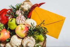 Bukett av frukter, grönsaker och champinjoner Arkivbilder