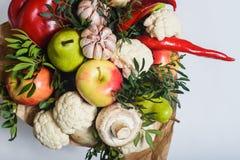 Bukett av frukter, grönsaker och champinjoner Arkivfoto