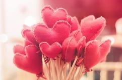 Bukett av hjärta-formade blommor Förälskelsebakgrund för valentin` s royaltyfri foto