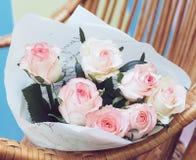 Bukett av ljus - rosa rosor Royaltyfria Bilder