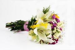 Bukett av omväxlande blommor royaltyfri foto