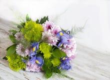 Bukett av omväxlande blommor arkivfoton