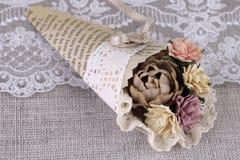 Bukett av pappers- blommor som scrapbooking Arkivbilder