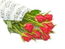 Bukett av röda rosor på en bakgrund Royaltyfri Foto