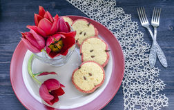 Bukett av röda tulpan för moders dag arkivfoto
