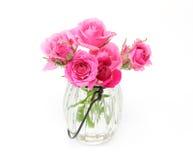 Bukett av ro i en glass vase Royaltyfri Foto