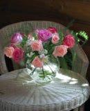Bukett av rosa och röda ro Arkivfoto