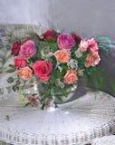 Bukett av rosa och röda ro royaltyfri foto