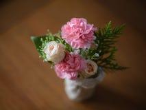 bukett av rosor och pionen Royaltyfria Bilder