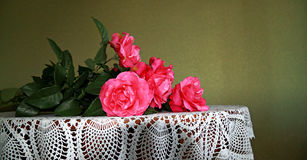 Bukett av scharlakansröda rosor Royaltyfria Foton