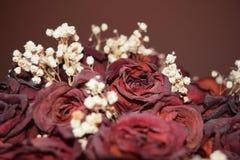 Bukett av torkad rosa rosa tappning royaltyfria bilder