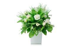 Bukett för konstgjorda blommor i vasen som isoleras på vit bakgrund Royaltyfria Foton