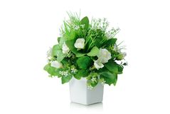 Bukett för konstgjorda blommor i vasen som isoleras på vit bakgrund Arkivbild