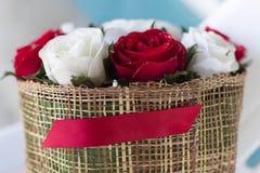 Bukett för röda rosor - härlig blom- bakgrund Royaltyfri Bild