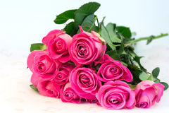 Buketten av blom- bakgrund för rosa rosor är den retro selektiva mjuka fokusen för förälskelsemjukhettappning Arkivfoton