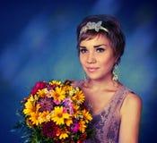 buketten blommar flickan royaltyfria foton