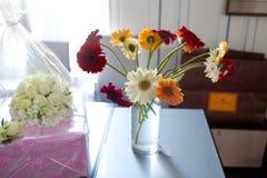 Buketten blommar gerberaen Royaltyfria Foton