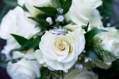 bukettro som gifta sig white cirklar Fotografering för Bildbyråer