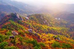 Bukhansan berg i höst, Seoul i Sydkorea royaltyfri fotografi