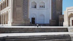 Bukhara, Uzbekistán, Chor-Bakr la necrópolis que está en el acuerdo de Cumitang en el suburbio de Bukhara almacen de video